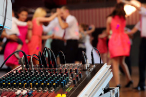 What Questions to Ask your Wedding DJ
